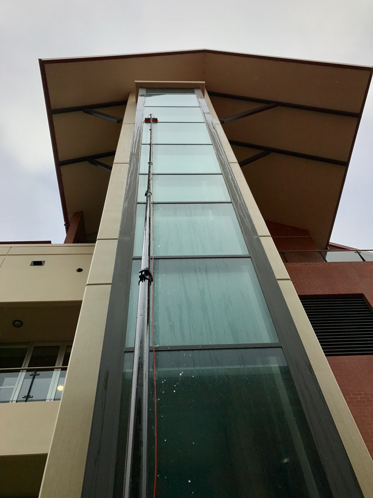 commercial window cleaning auburn lake martin