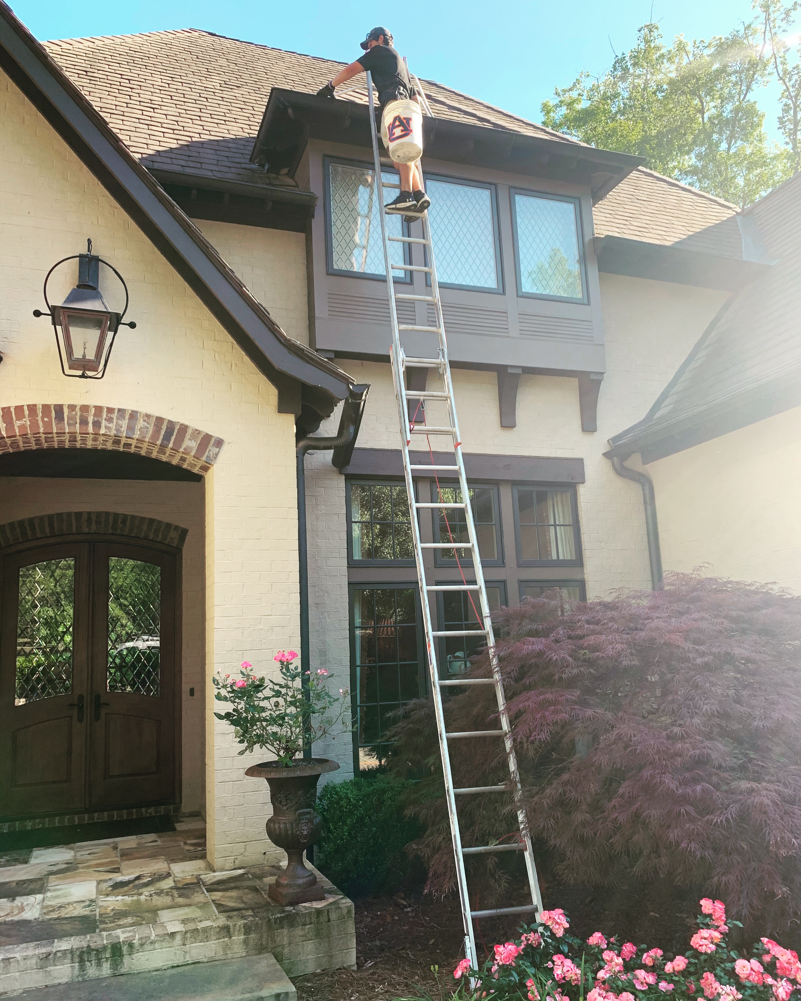 how to clean gutters professionally auburn alabama